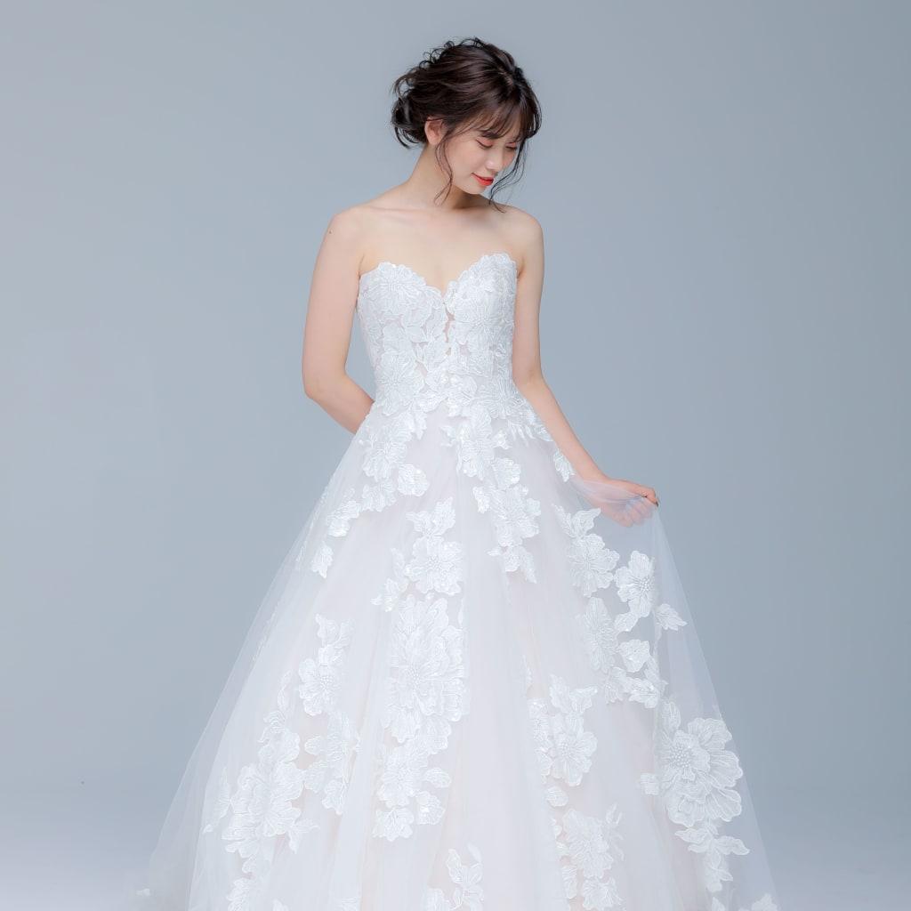 新作ウェディングドレスのご紹介【Aライン】