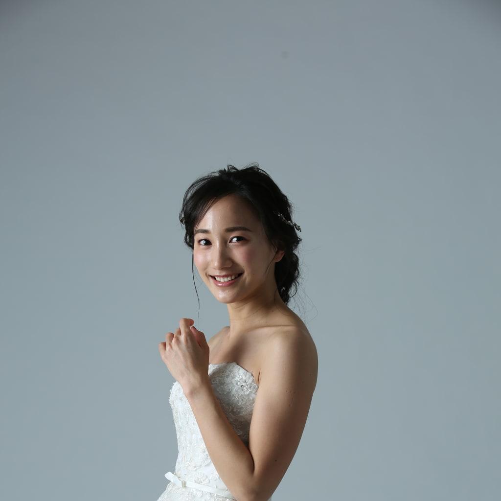 ミモレ丈のドレスはコーディネートで差をつけて