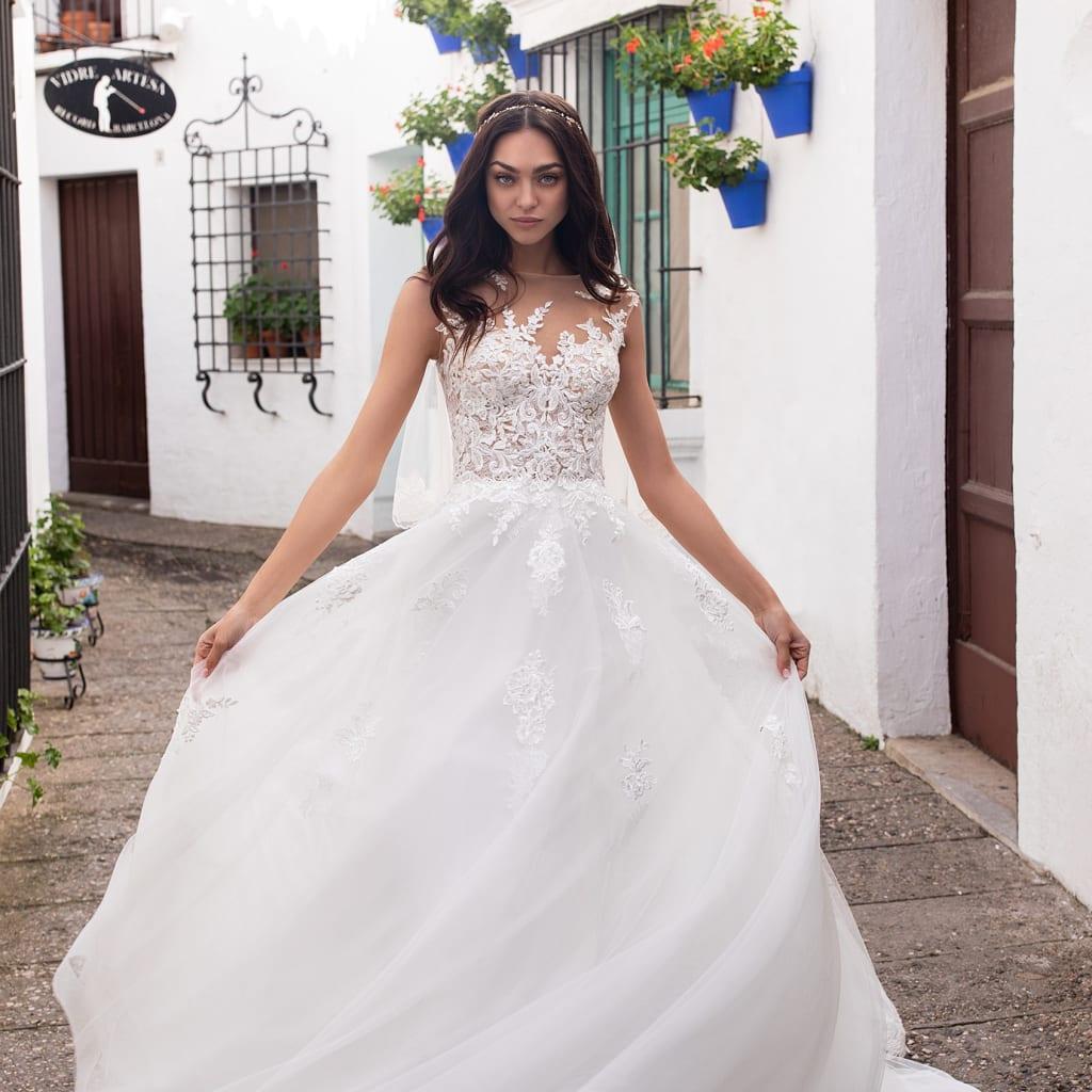 ウェディング界での世界3大ブランドPRONOVIAS(プロノビアス)の新作ドレスが立川店に初入荷!