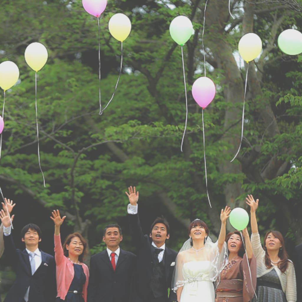 森の中で結婚式