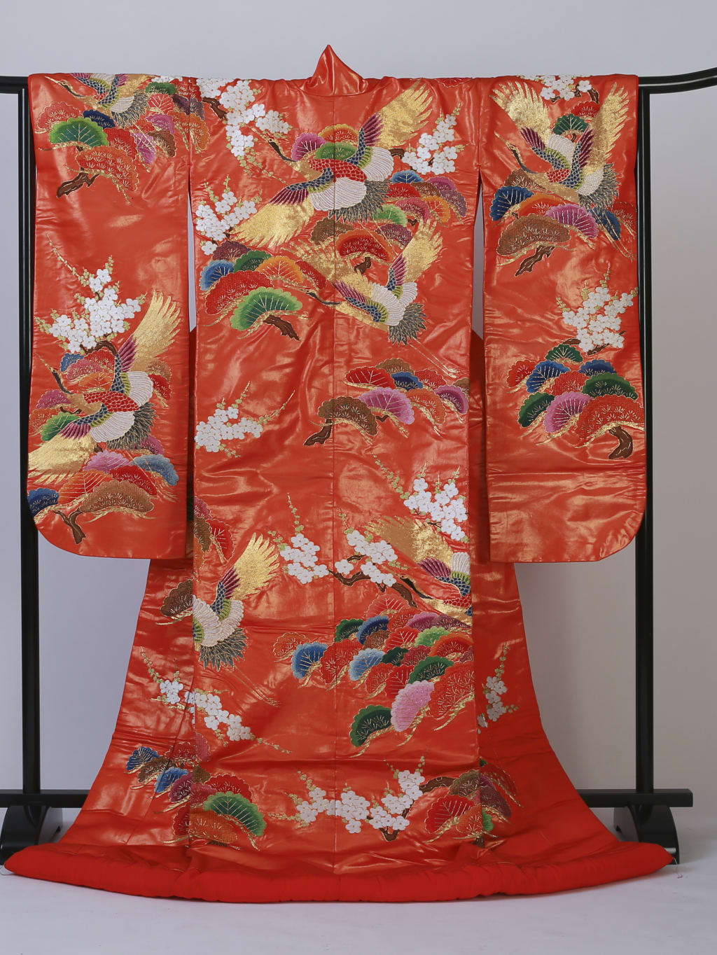 朱赤に鶴と松