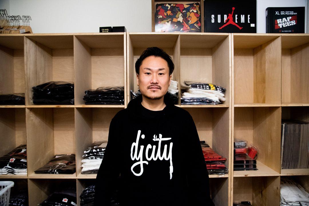 レペゼンインタビュー:都賀 彰信「DJcityの中の人」