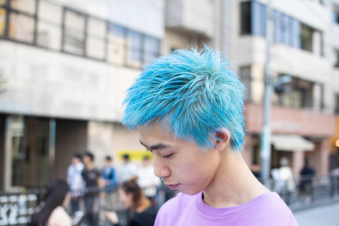 この髪色に、この色のコーディネート。あなたは自然に合わせられますか?