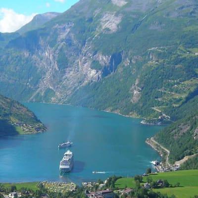 Ålesund med Geirangerfjorden och Trollstigen