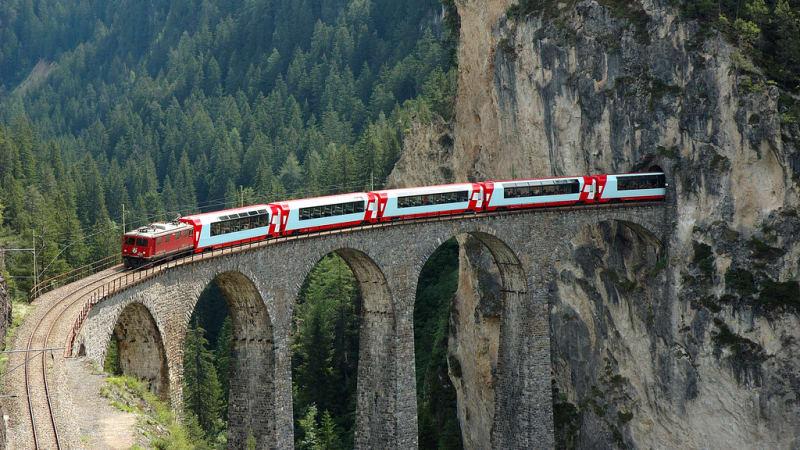 Med Berninia Express över Alperna till Italien