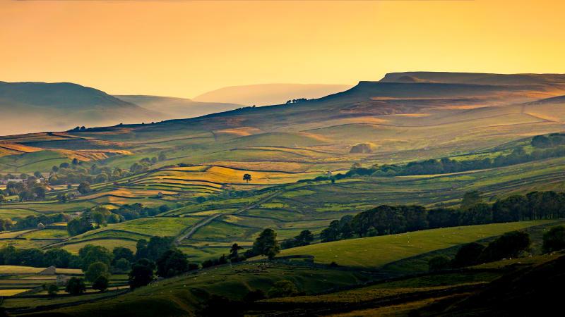 Yorkshiredales, stenmurar och vackra vyer