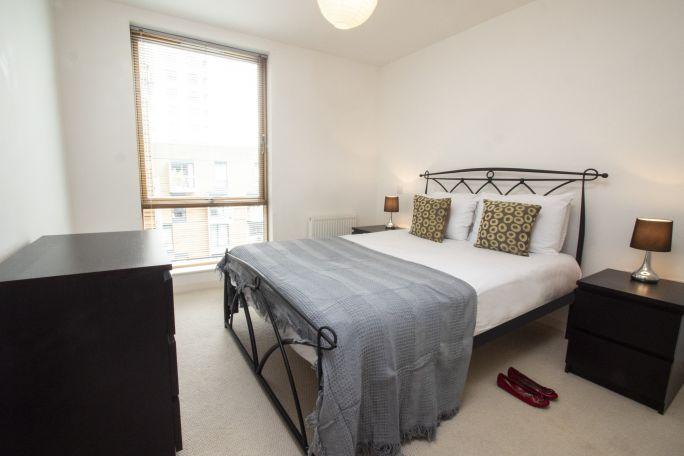 P1011343_Bedroom1_1