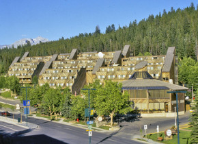 Exterior view of Inns of Banff.