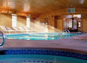 Indoor pool and whirlpool at Stroudsmoor Country Inn.