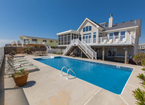 Rental outdoor pool at Sandbridge Realty.