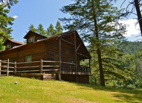 Cabin exterior at Red Horse Mountain Ranch.