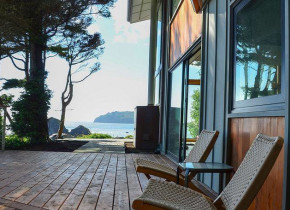 Vacation rental patio at Redwood Coast Vacation Rentals.