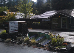 Exterior view of McKenzie River Mountain Resort.