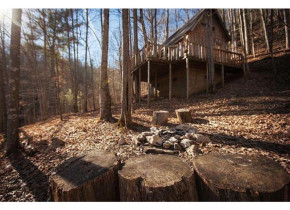 Cabin exterior at Red River Gorge Cabin Company.