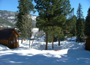 Winter scene at Lone Wolf Cabins and Getaway.