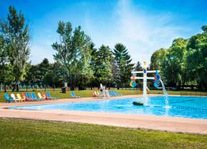 Outdoor pool at Vine Ridge Resort.