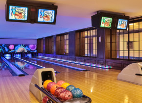 Bowling alley at Split Rock Resort & Golf Club.