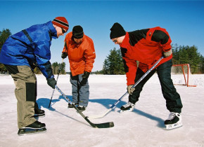 Winter hockey at Pine Vista Resort.