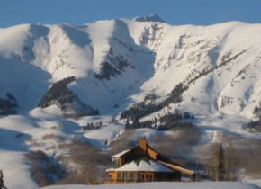 Mountain view at Alpine Getaways.