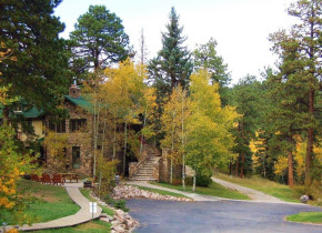 Exterior view of Meadow Creek Lodge and Event Center.