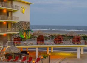 Exterior view of Waikiki Oceanfront Inn.