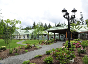 Exterior view of Honeymoon Bay Lodge & Retreat.