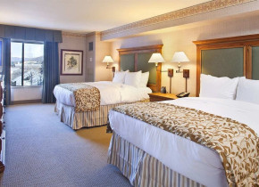 DoubleTree Hilton guest room at Breckenridge Discount Lodge.