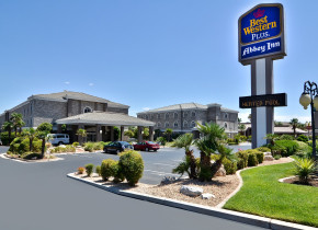 Exterior view of The Best Western Abbey Inn Hotel.