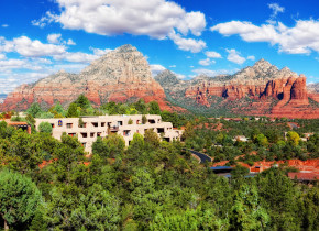 Exterior view of Inn of Sedona.