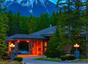 Exterior view of Mountaineer Lodge.