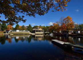Exterior view of Shamrock Bay Resort.