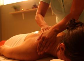 Back massage at Kah-Nee-Ta Resort and Spa.