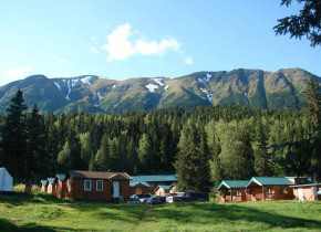 Exterior view of Gwin's Lodge & Kenai Peninsula Charter Booking Service.