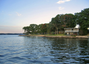 Exterior view of Mallard Point Resort.