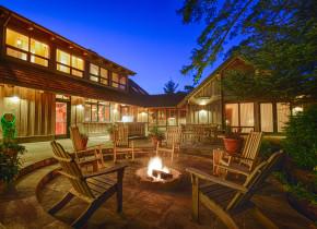 Rental patio at Shorepine Vacation Rentals.