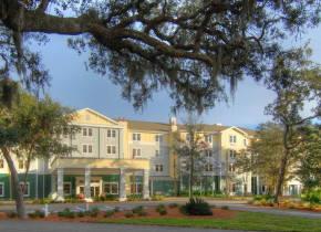 Exterior view of Hampton Inn & Suites Jekyll Island.