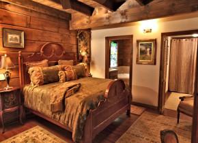 Beauty Lodge B&B bedroom at Azalea Falls Lodge.