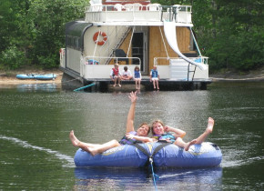 Water activities at Voyagaire Lodge and Houseboats.