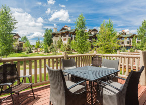 Rental patio at EagleRidge Lodge.