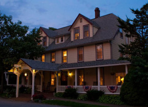 Exterior view of Eagles Mere Inn.
