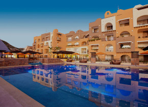 Outdoor pool at Tesoro Los Cabos.