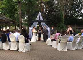 Weddings at Idlewyld Inn.