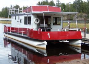 Houseboat exterior at Kinsey Houseboats.