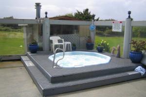 Hot tub at The Grey Gull.