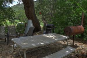 Cabin picnic area at Foxfire Cabins.