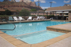 Outdoor pool at Bumbleberry Inn.