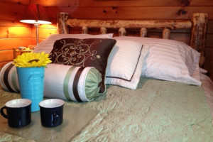 Guest room at Timber Wolf Lodge Cabins.