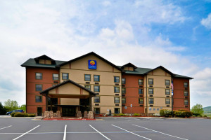 Exterior View of  Comfort Inn & Suites