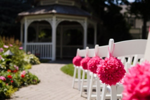 Outdoor wedding at Harbour View Inn.