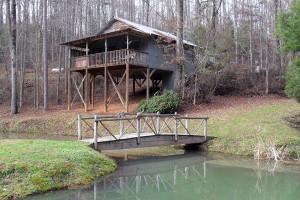 Cabin exterior at Cavender Creek Cabins.